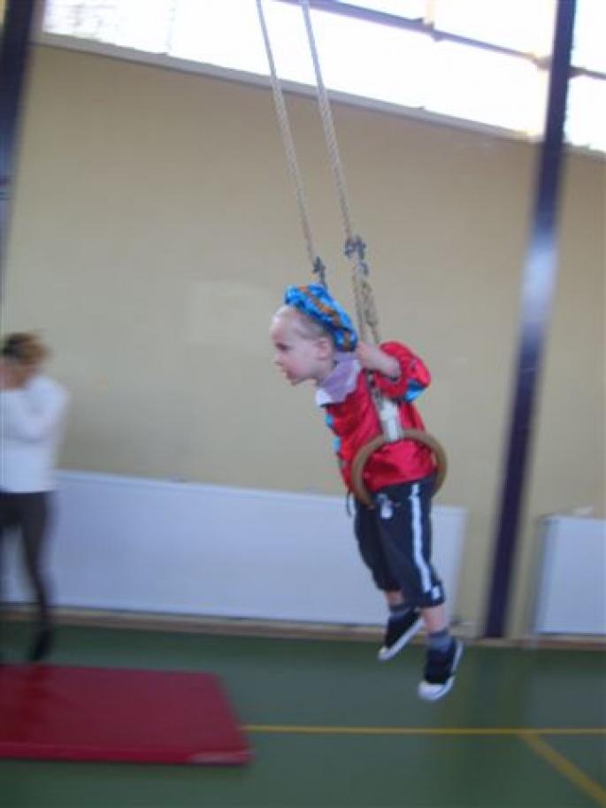 Pietengym tijdens Ouder- en Kindgym 2011(klik op een foto om hem te vergroten)
